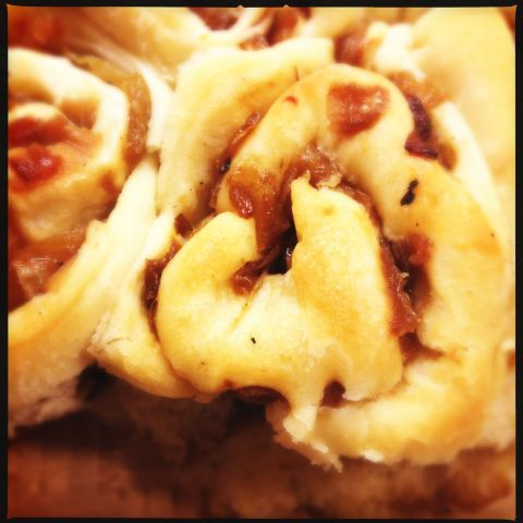 buttermillk-caramelized onion pull-apart rolls